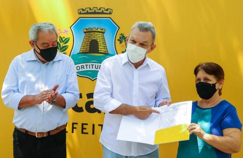 Sarto entrega documentos de posse residencial para 800 famílias da Capital