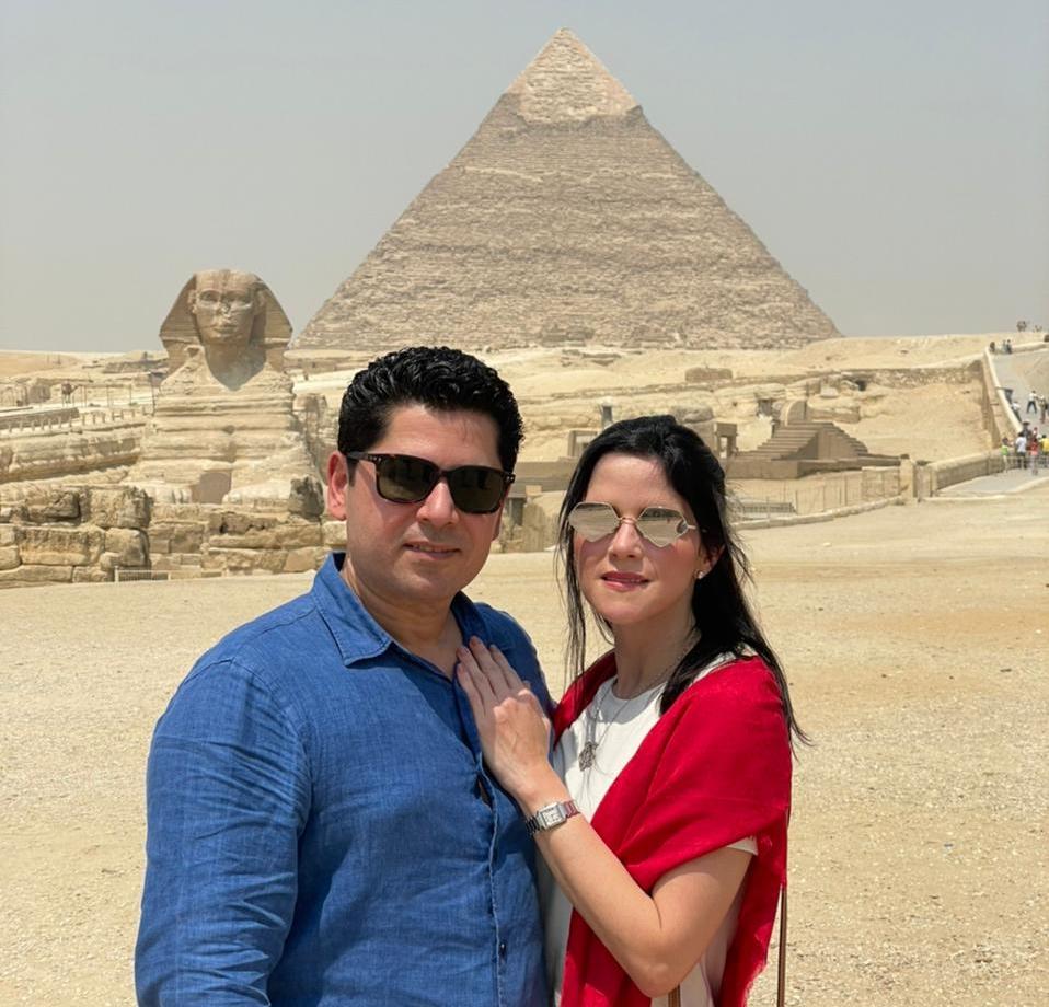Pompeu e Marília Vasconcelos celebram seus 10 anos de casados no Egito