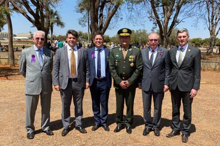 Ricardo Cavalcante recebe a Insígnia de Bandeira da Medalha do Pacificador