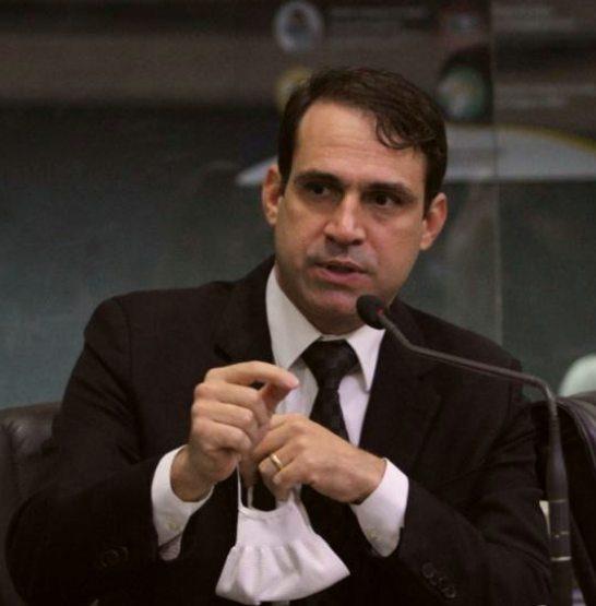 Deputado Salmito aprova dois projetos de indicação durante sessão plenária