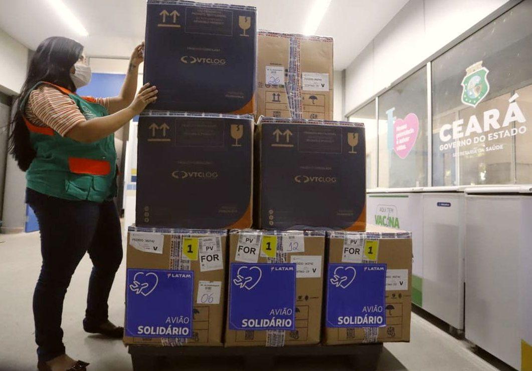 Governo do Ceará recebe mais de 232 mil doses de vacinas nesta segunda-feira