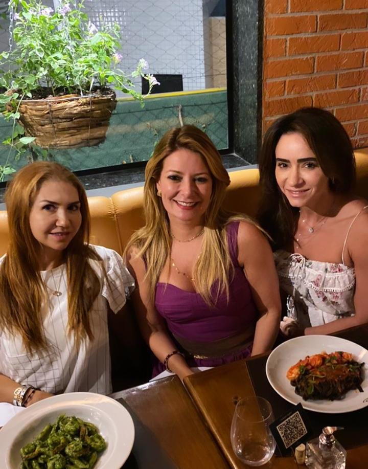 Wayne Moreira, Tatiana Luna e Camila Quinderé visitam o Cortile Ristorante
