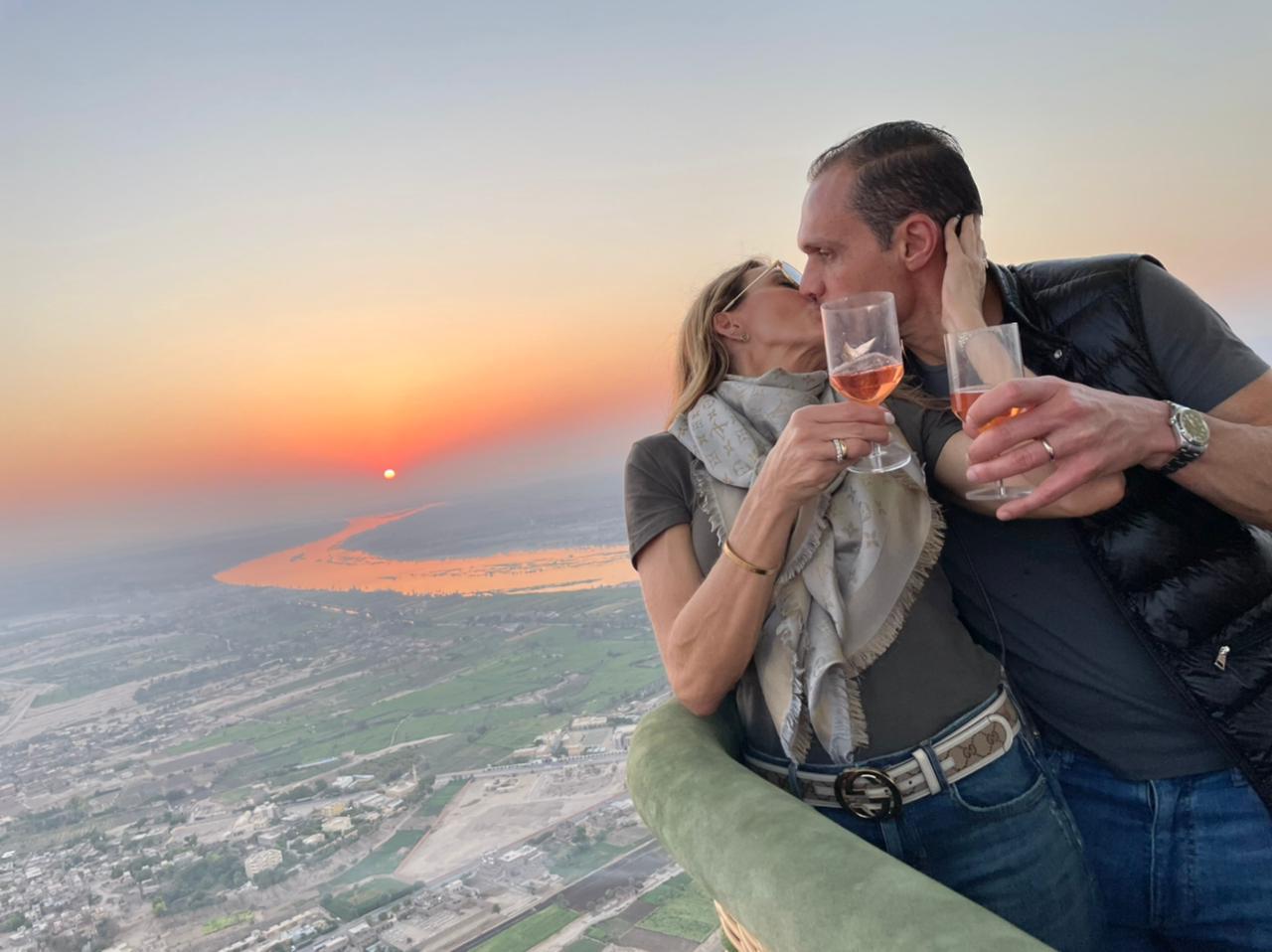 """Melaine Diogo brinda a nova idade em uma """"balloon ride"""" sobre o Vale dos Reis, em Luxor"""