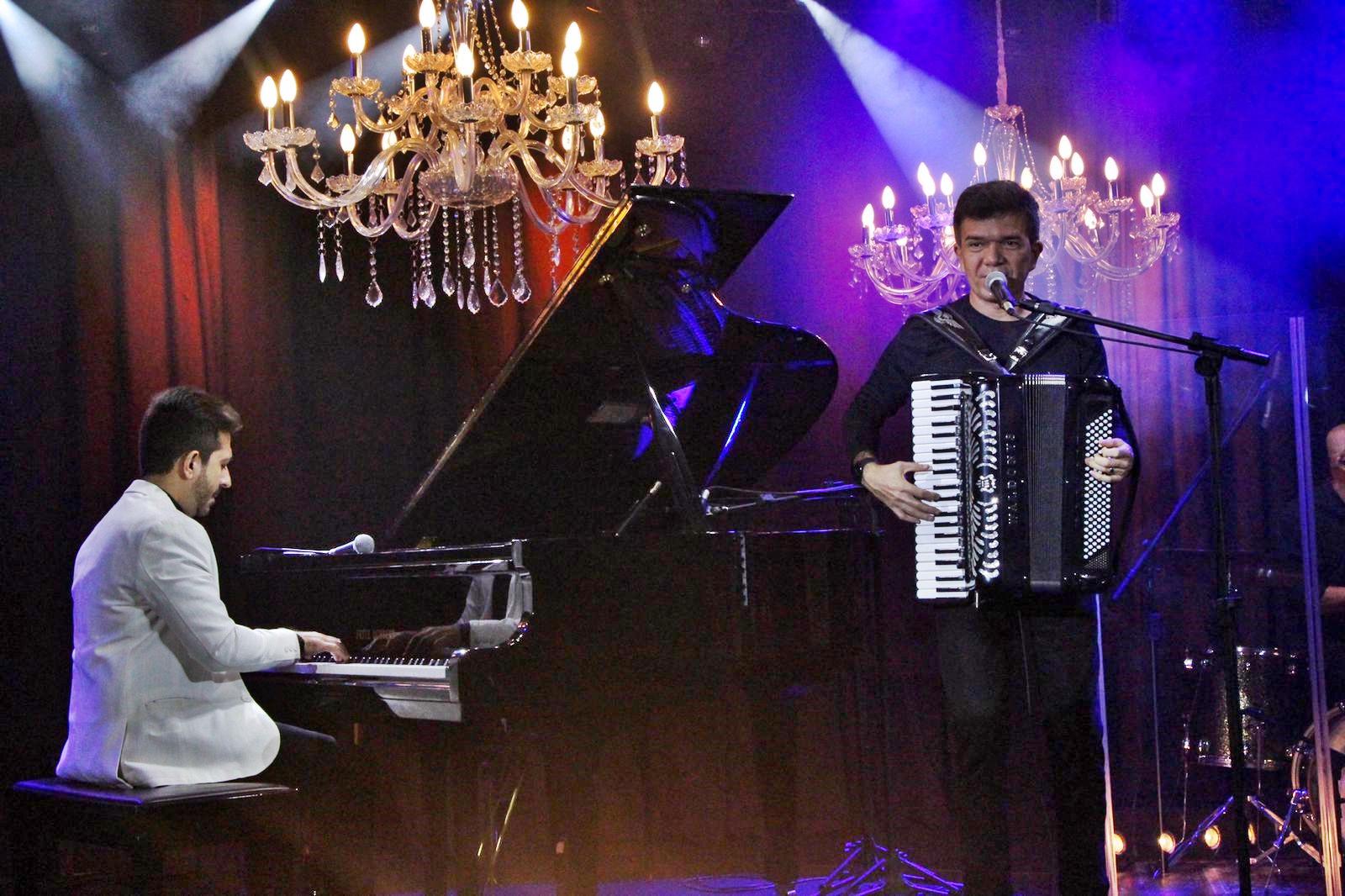 Felipe Adjafre celebra seus 40 anos com show especial no YouTube. Assista aqui