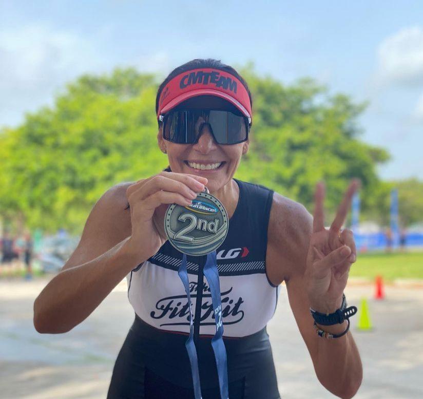 Rebecca Albuquerque conquista o segundo lugar no Key Biscayne Triathlon Trilogy, na Florida