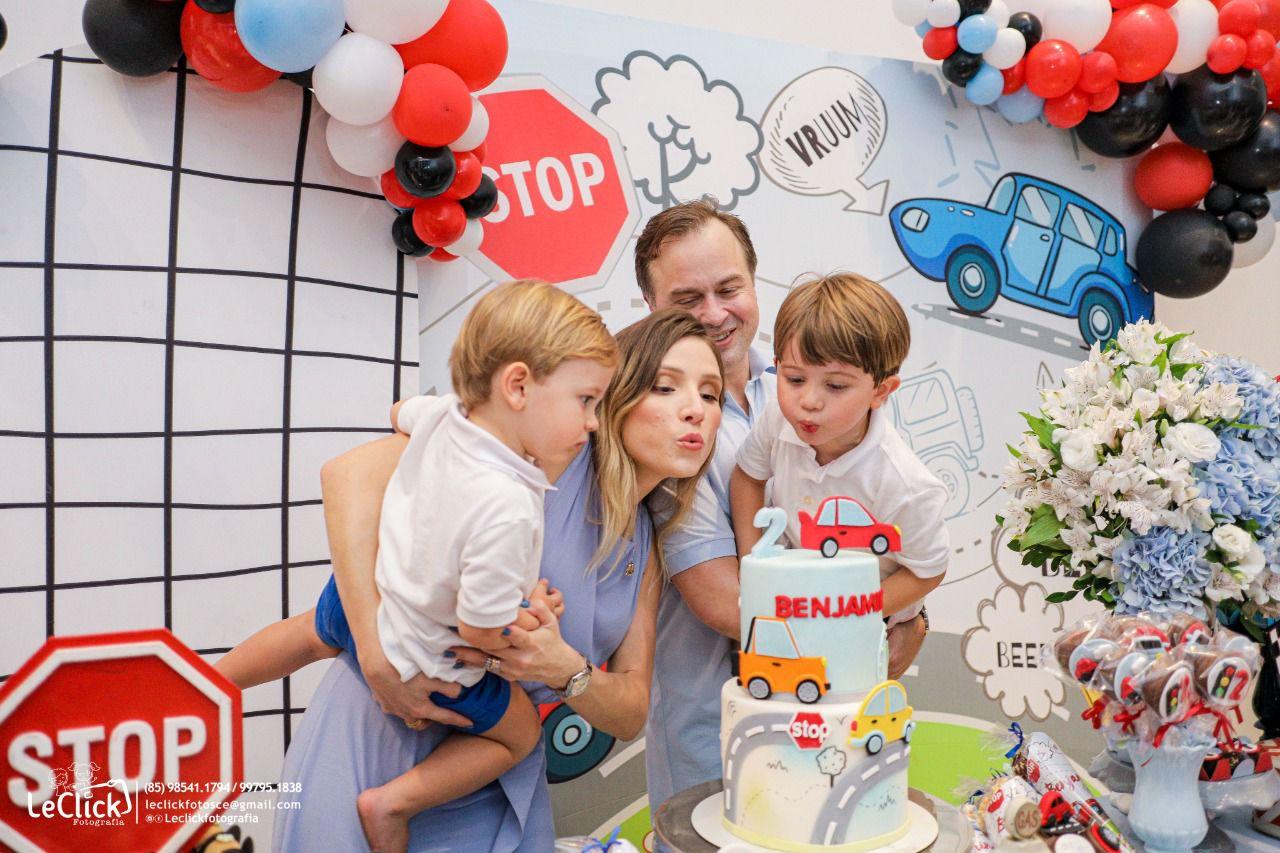 Com muita diversão e alegria, Mark e Renata Viana festejam o segundo aniversário de Benjamin