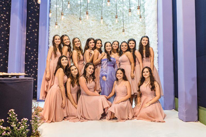 15 + 1 - Letícia Frota transborda alegria e alto astral em sua festa de aniversário