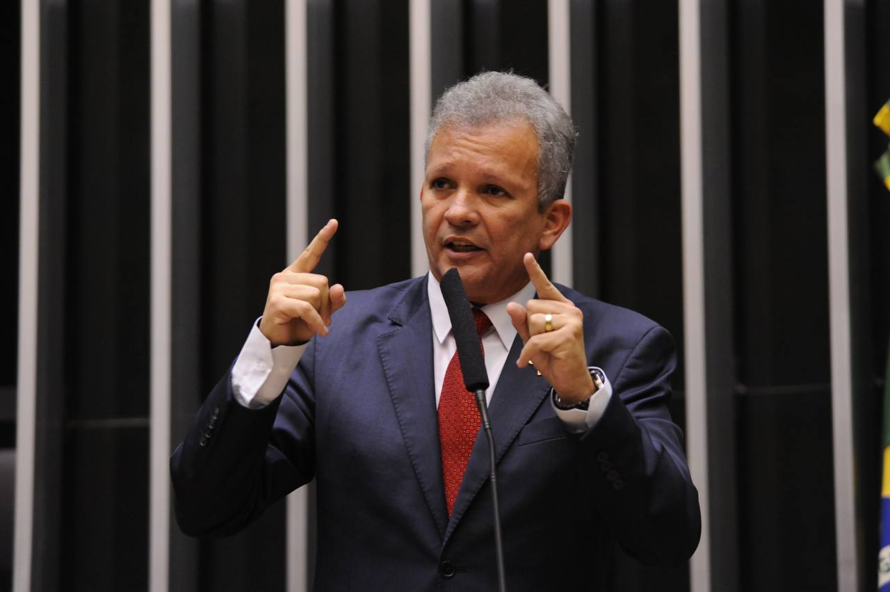 Comissão aprova projeto de André Figueiredo que susta resolução de zerar imposto de importação de armas