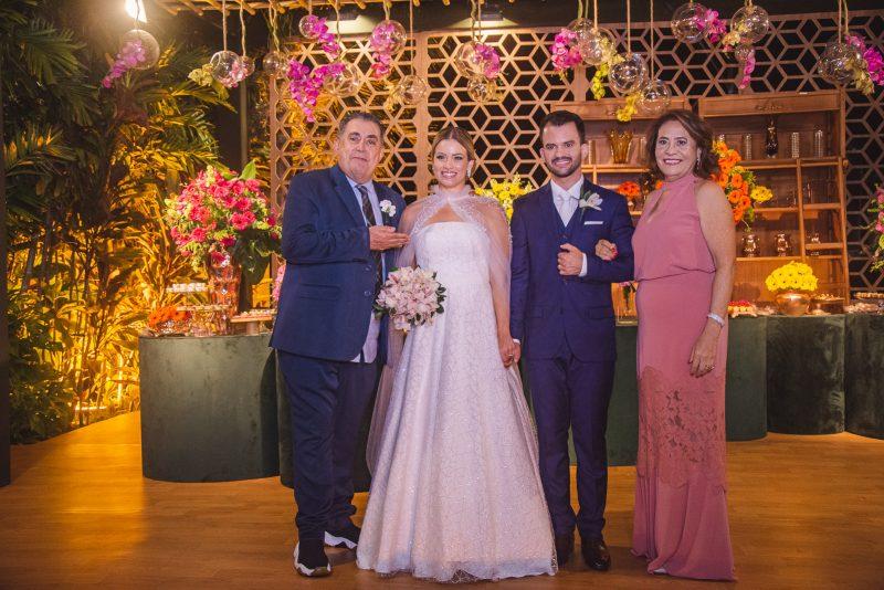 Chuva de Arroz - Emanuella Lacerda e Waldemir Feitosa celebram o amor em cerimônia intimista no Pipo Restaurante