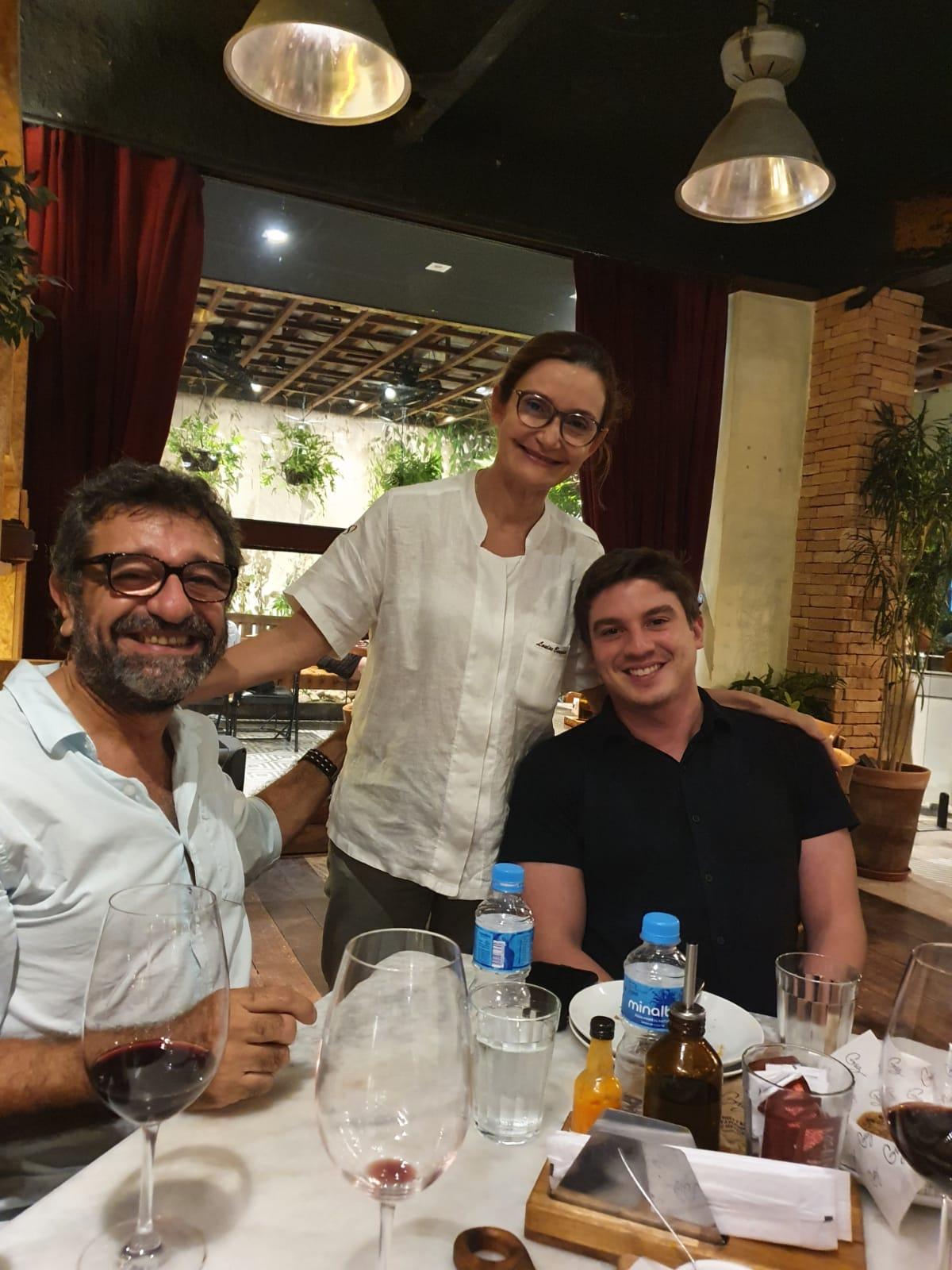 À frente do Giz Gastronomia, Vitor Veras dá exemplo de boas práticas com a volta da programação em seu restaurante