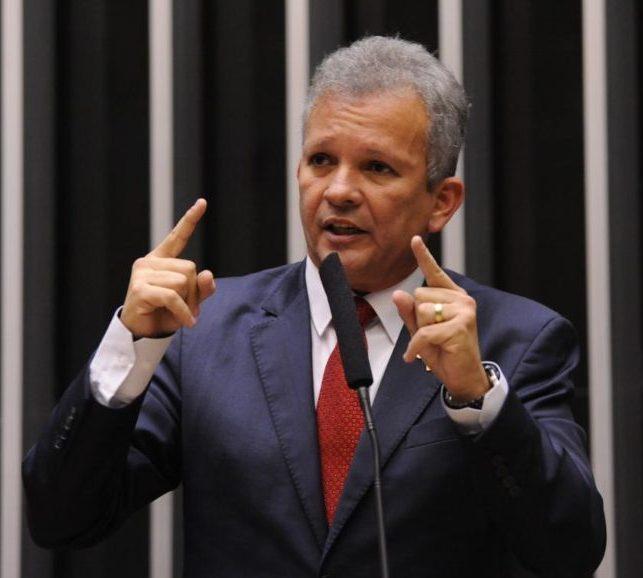 André Figueiredo fala sobre turbulências na política e de defesa da democracia