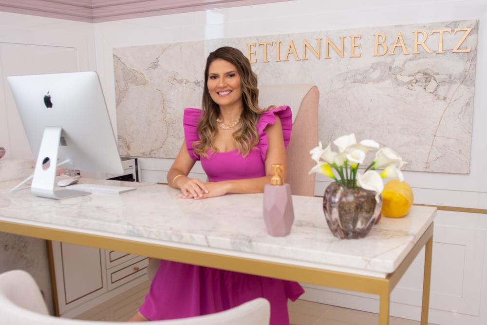 Etianne Bartz fala sobre a abertura da EB Clinic no BS Design. Confira as especialidades atendidas!