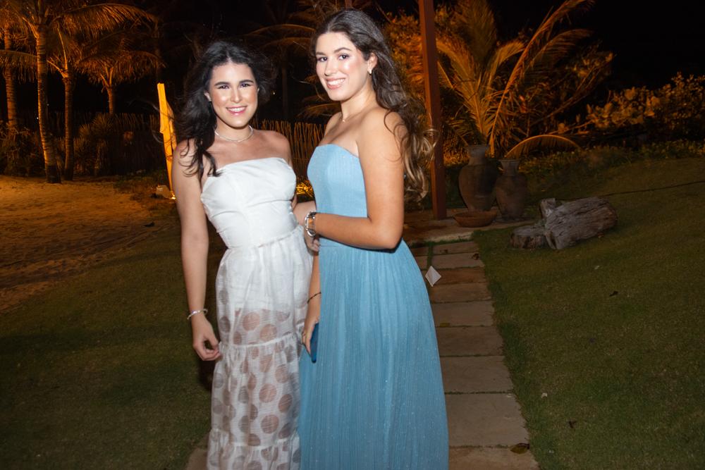 Lara Albuquerque E Maria Clara Brasileiro