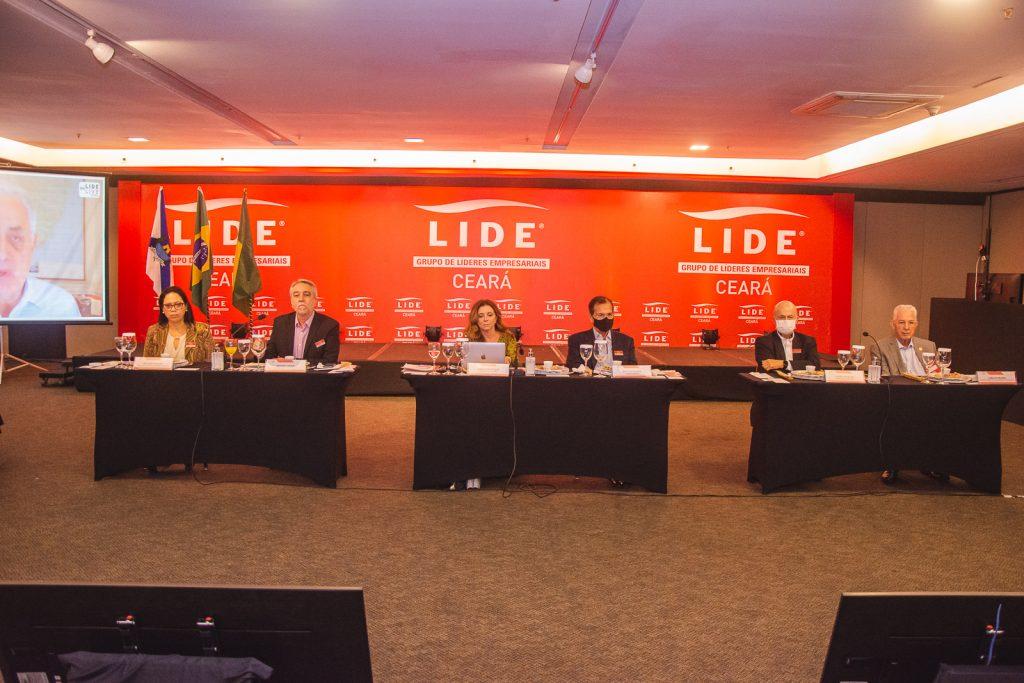 Lide (10)