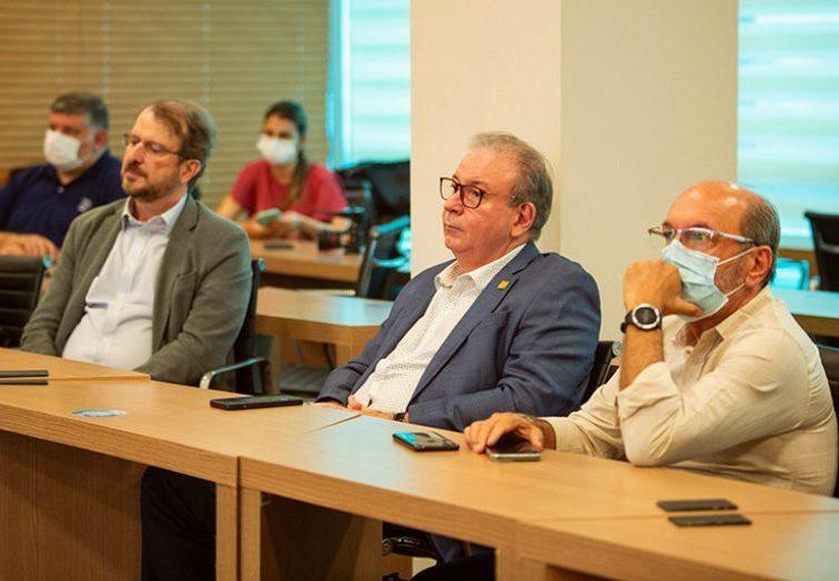 Ricardo Cavalcante apresenta projetos da FIEC a Rafael Lucchesi, diretor da CNI