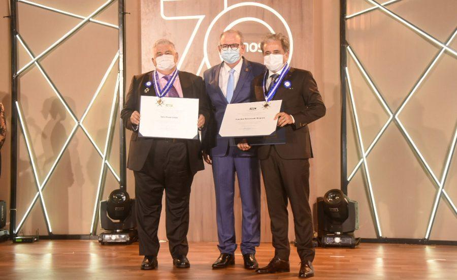 Ivan Bezerra Filho e Luiz Girão recebem a maior honraria concedida pela FIEC