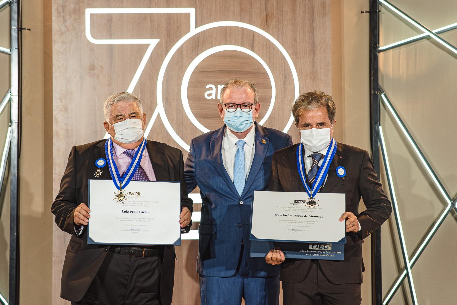 Ivan Bezerra Filho e Luiz Girão são agraciados com a Medalha do Mérito Industrial da FIEC
