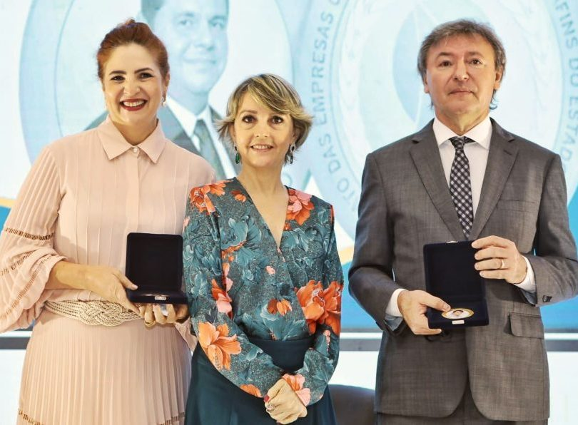 Maurício Filizola recebe a Medalha Roberto Matoso, do Sindieventos-CE