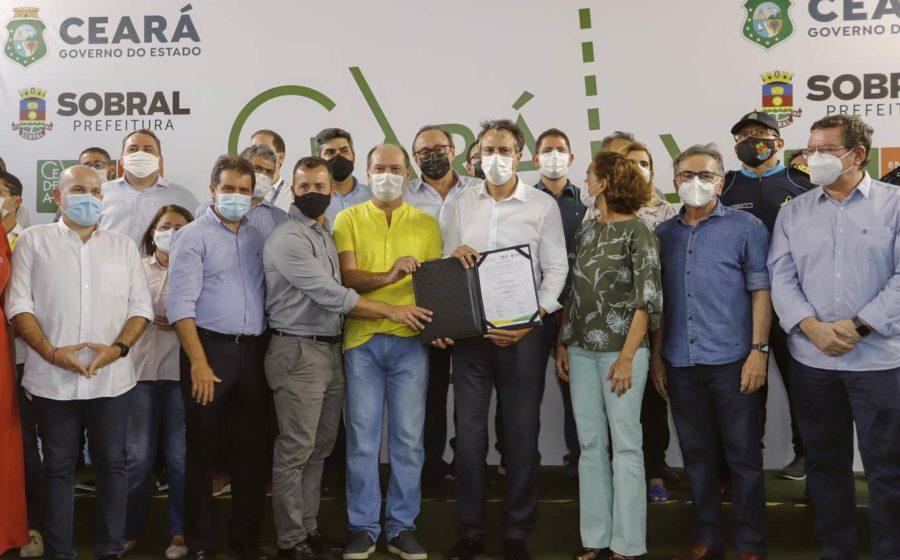 Governo do Ceará entrega pacote de obras viárias e de educação em Sobral