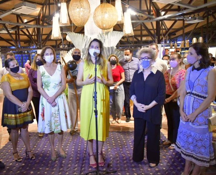 Onélia Santa entrega nova loja da CeArt visando valorizar o artesanato cearense