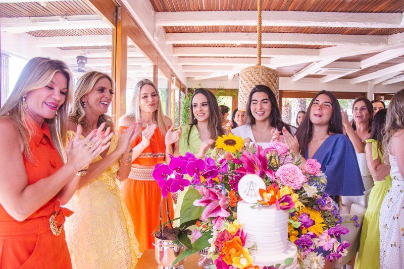 Happy B-day - Michelle Aragão brinda a nova idade em tarde de puro alto astral