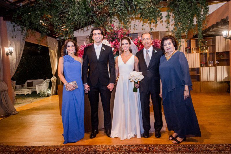Chuva de Arroz - Chic e intimista! Foi assim a cerimônia de casamento de Manuela Rolim e Raphael Nogueira