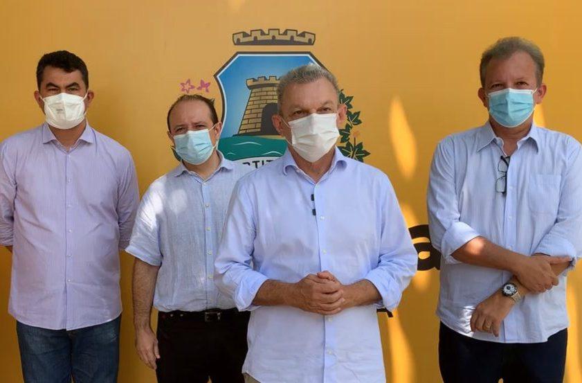 José Sarto e André Figueiredo entregam dois veículos novos ao Conselho Tutelar