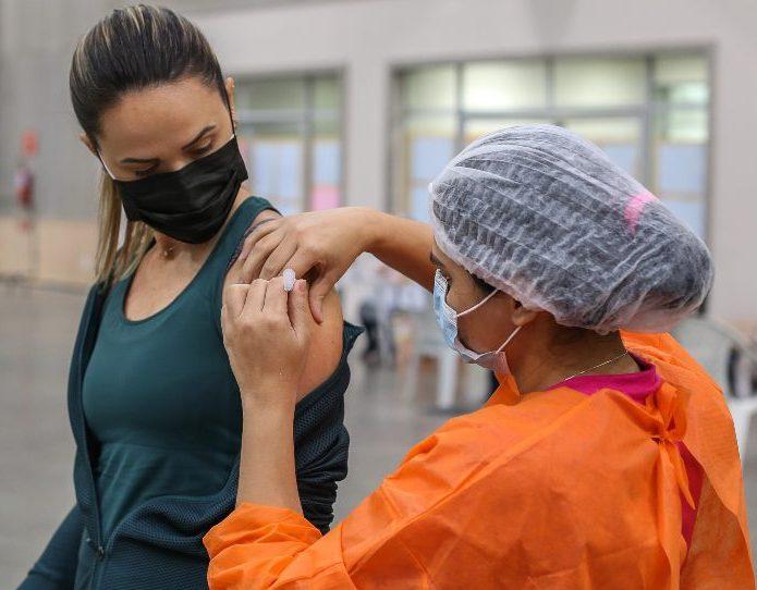 Sarto comemora mais de um milhão de fortalezenses com imunização completa