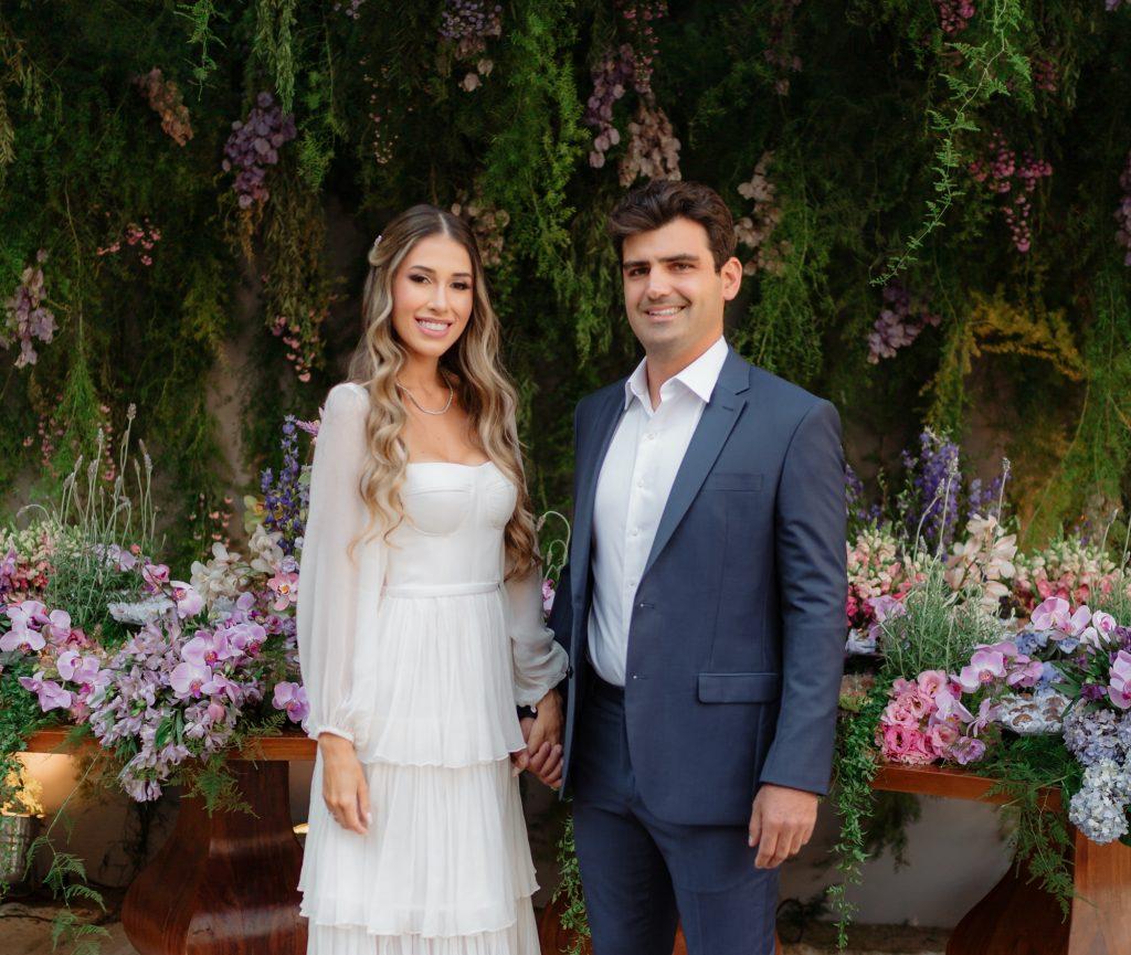 Ana Vitória Machado e Francisco Feitosa reúnem a família e os amigos para oficializar o noivado
