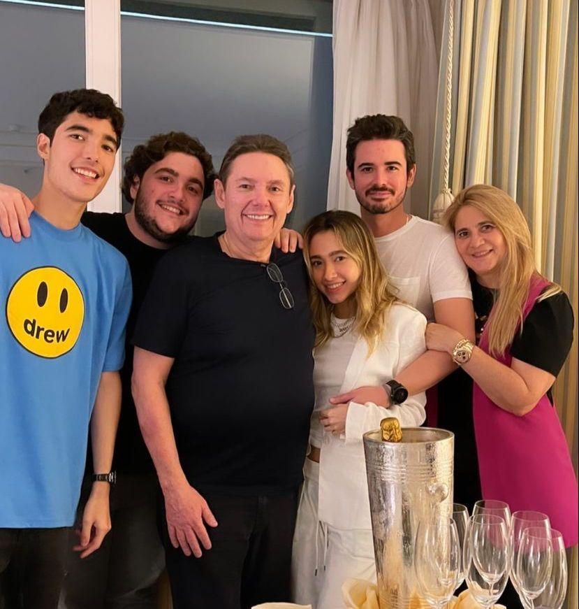 Ivens Dias Branco Jr. brinda a chegada da nova idade em Portugal com a família