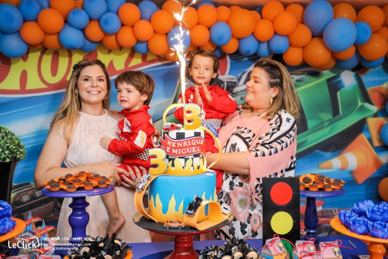 RÁ-TIM-BUM - Camila Câmara e Luciana Senna festejam o terceiro aniversário dos gêmeos Henrique e Miguel