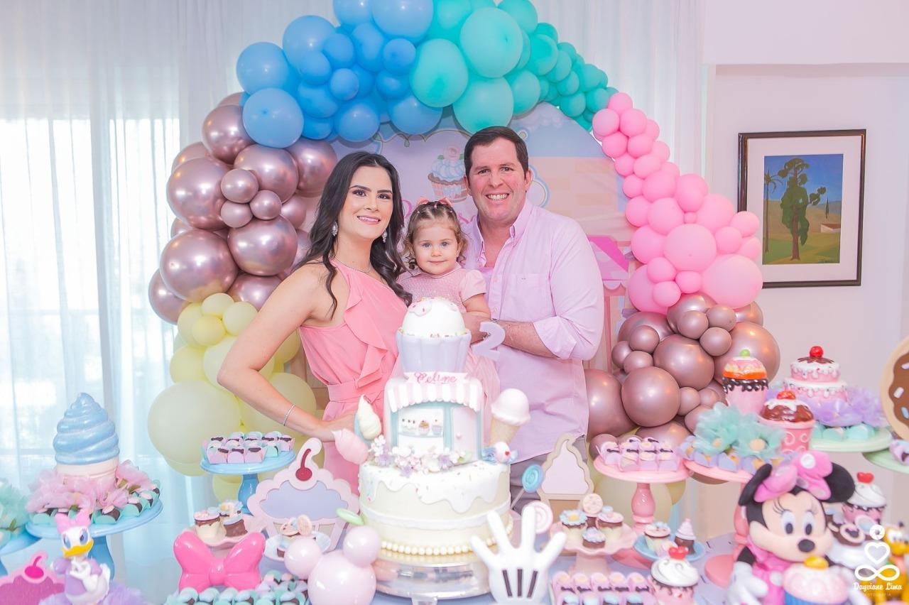 Camile Quintão e Rodrigo Carneiro comemoram os 2 anos de Celine