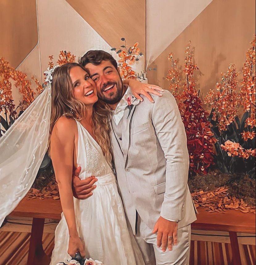 Chic e elegante. Foi assim a troca de alianças de Ana Luiza Ramalho e Rodolfo Laureano
