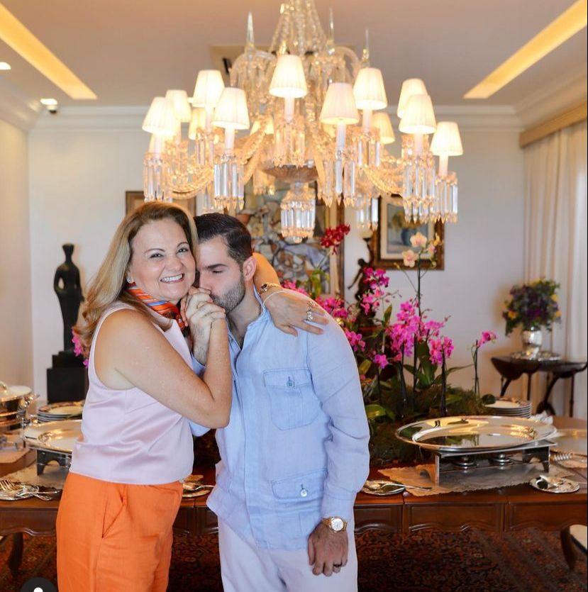 Lenise Queiroz celebra a nova idade com comemoração intimista em casa