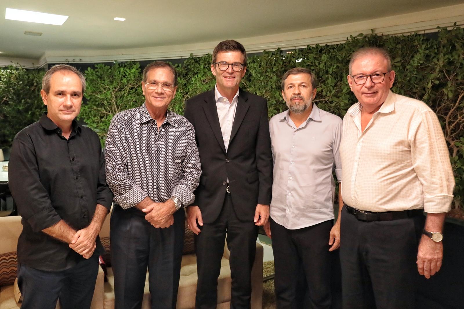 Embaixador da Alemanha, Heiko Thoms é figura central de jantar pilotado por Beto Studart