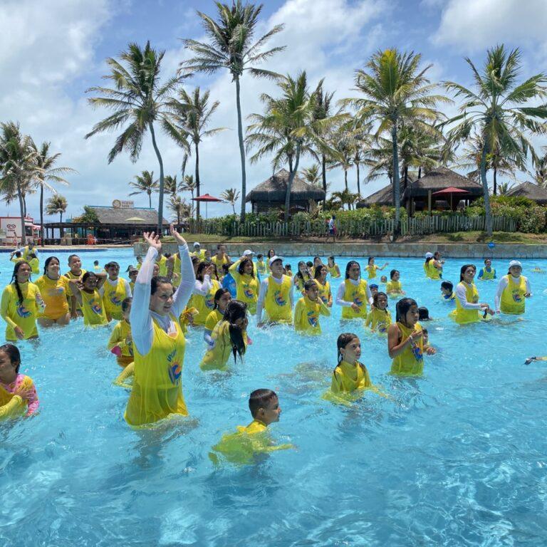 Beach Park promove ação social com crianças do Instituto Povo do Mar