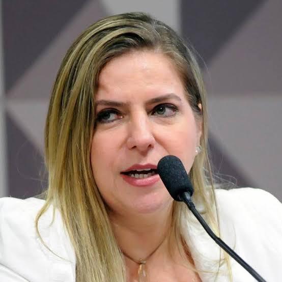 Deputada Luizianne requer que Paulo Guedes dê informações sobre combate à inflação e ao desemprego