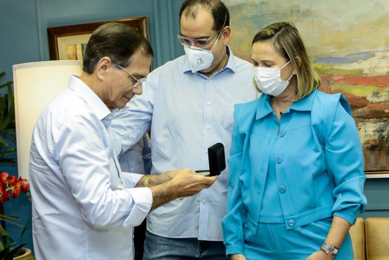 Reconhecimento - Beto Studart é agraciado com medalha comemorativa pelos 35 anos do Ibef Ceará
