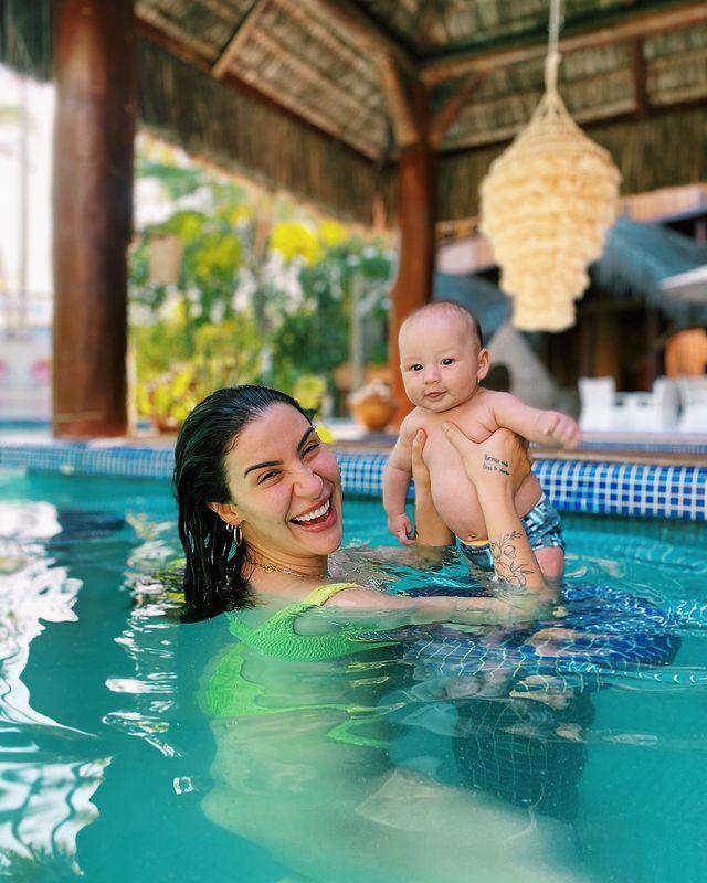 'Boca Rosa' curte férias com a família no Dayo Hotel