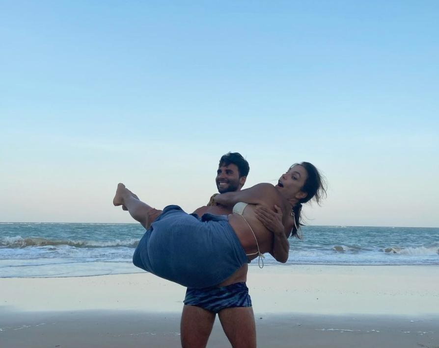 Clima de romance e mini show marcam a passagem de Ivete Sangalo por Trancoso