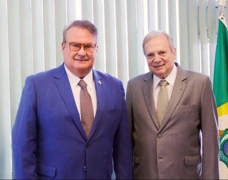 Senadores Chiquinho Feitosa e Tasso Jereissati discutem assuntos de interesse do Ceará e alinhamento de ações