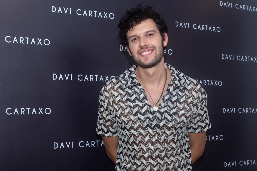 Davi Cartaxo faz seu retorno aos palcos no projeto Colosso Autoral