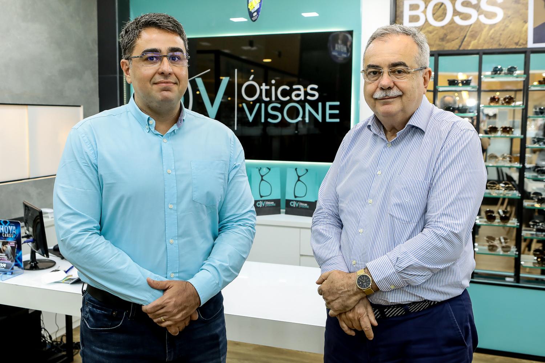 Assis e Eduardo Cavalcante celebram o sucesso de vendas obtido pela Visone