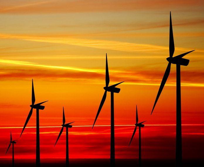 """AIE alerta para """"turbulências"""" na questão energética e aposta em energias limpas"""