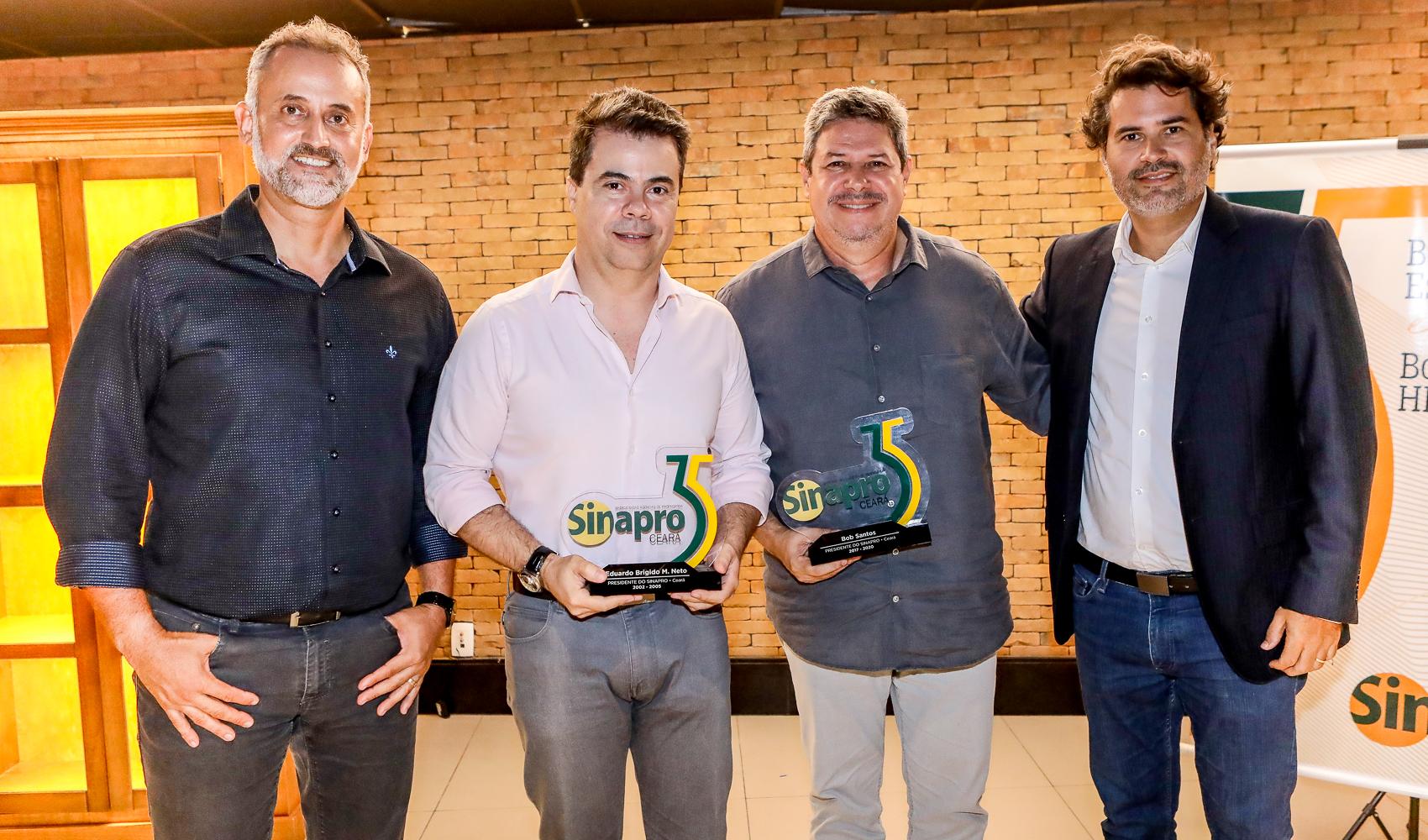 Sinapro Ceará brinda seus 35 anos com homenagem aos ex-presidentes da entidade