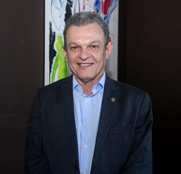 José Sarto comemora a geração de novos postos de trabalho na capital cearense