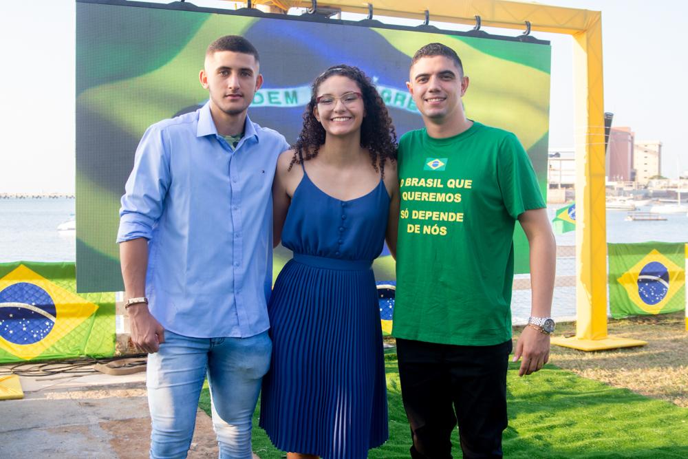 Lucas Máximus, Júlia Isis E Pedro Henrique