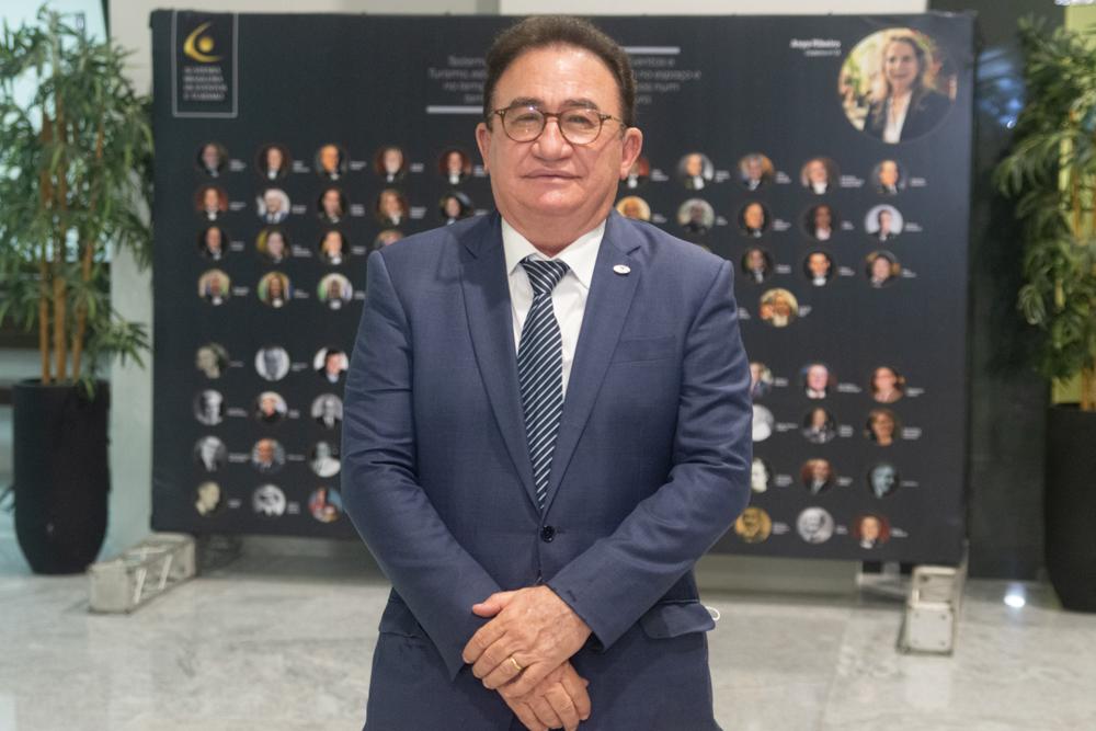 Manoel Linhares realiza sessão solene para celebrar os 85 anos da ABIH Nacional