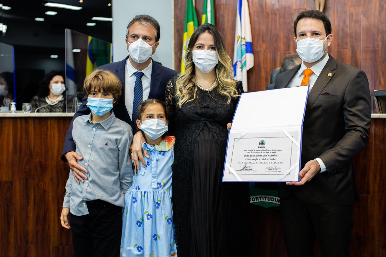 Primeira-dama do Estado, Onélia Santana é agraciada com o título de Cidadã Fortalezense