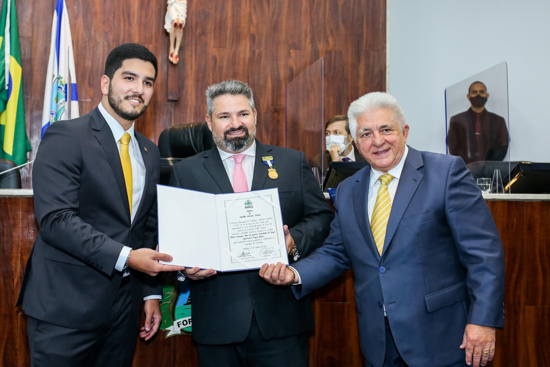 CEO da Pague Menos, Mário Queirós é agraciado com a Medalha Boticário Ferreira